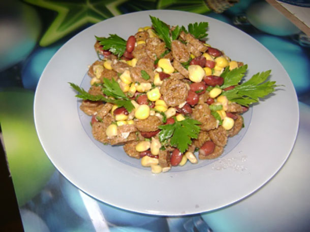 простой салат с сухариками