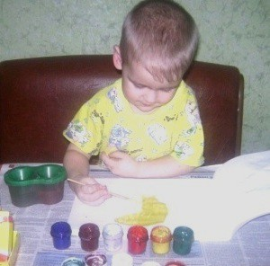 дети рисуют картинки