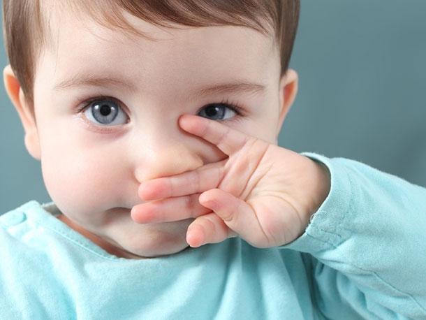 Насморк у ребенка: надо ли его лечить