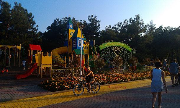 велодорожка в курортном парке