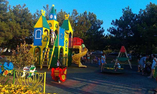 детская площадка в курортном парке