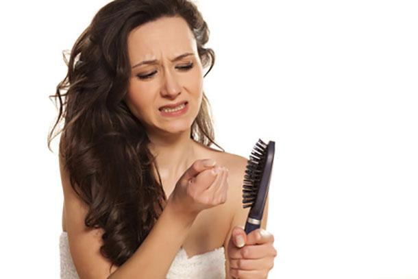 После родов сильно лезут волосы: что делать
