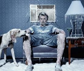 муж замерз на диване