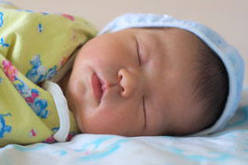 новорожденный спит после купания