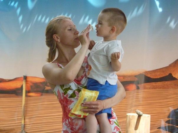 Новорожденный кашляет и чихает: может он заболел?