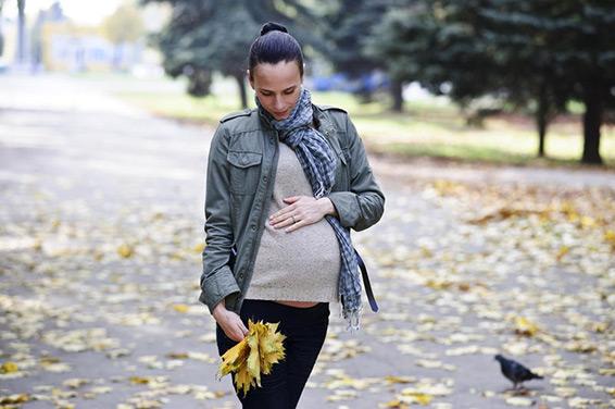 беременная на прогулке