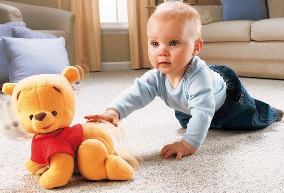 как научить ребенка ползать на четвереньках