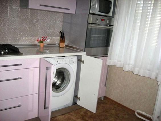 стиральная машина на маленькой кухне