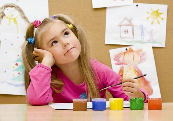 с какого возраста учить ребенка рисовать