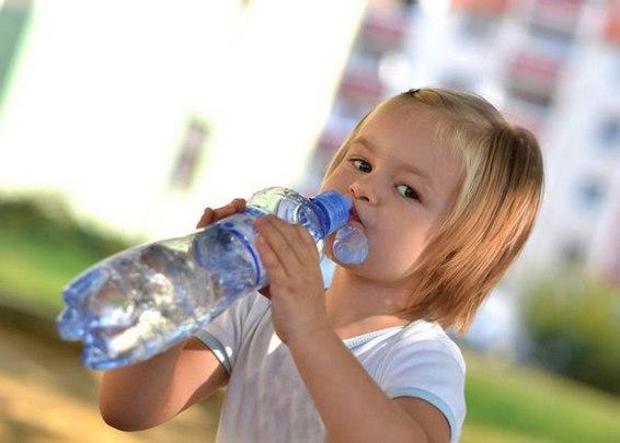Почему ребенок пьет очень много жидкости