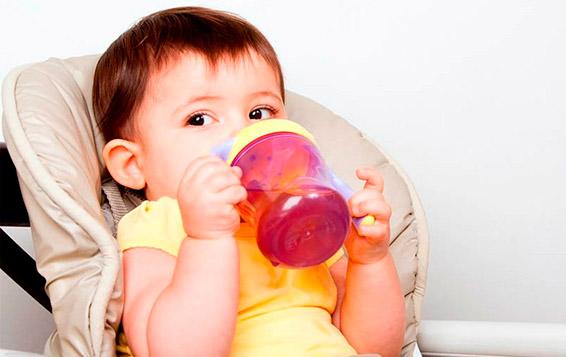 Когда можно давать ребенку сок