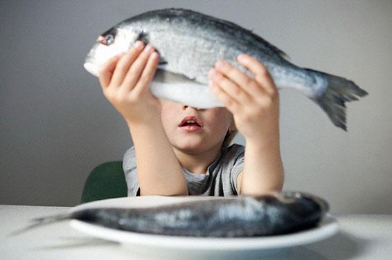 когда можно давать рыбу ребенку