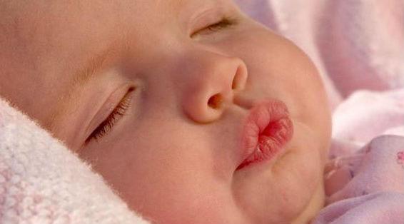 почему у ребенка трескаются губы
