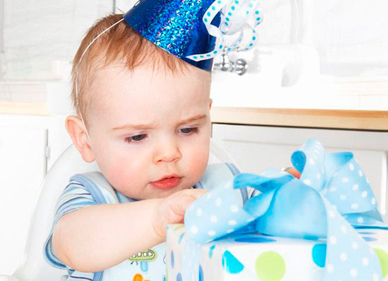 Что подарить малышу на годик