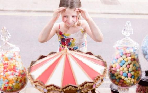 ребенок хочет купить сладости