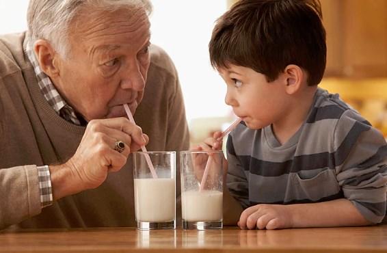 польза молока для организма человека