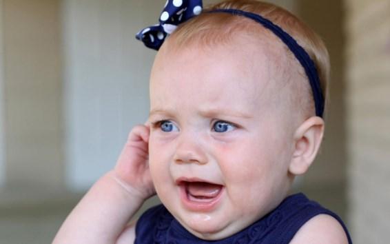 болит ухо у малыша